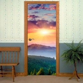 Coucher du soleil de portes de vinyle décoratif dans les montagnes