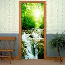 Vinyle pour les portes cascade dans la forêt
